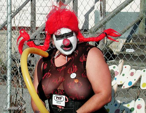 Смотретьпорно пародию клоун